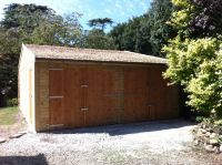 6.1m wide x 10m deep garage with Cedar Shingles. This garage had a central partition running from front to back to support the central truss.